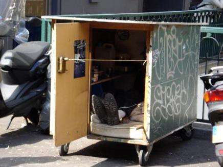 Άστεγος με ρόδες