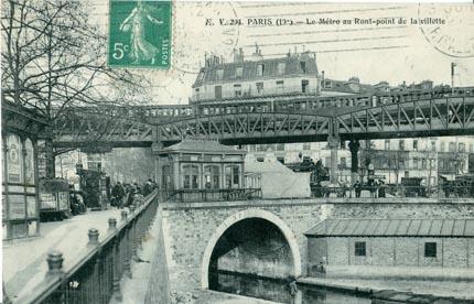paris_19_-_le_metro_au_rond-point_de_la_villette_-kiosque_cgo.jpg