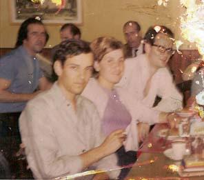 Τ�λος 67 ή αρχ�ς 68 στο ελληνικό καφενείο στην rue de la Huchette (τώρα δεν υπάρχει). Δίπλα μου δυο γάλλοι φίλοι και στο βάθος �λληνες εργάτες.