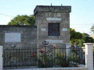 Μνημείο για τον Νίκο Μπελογιάννη.
