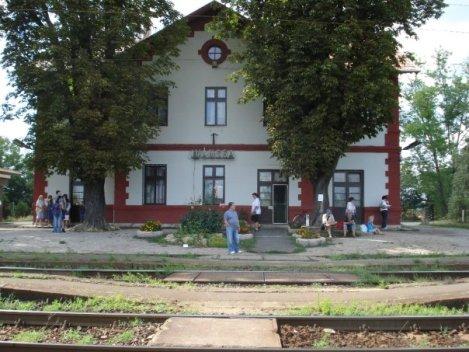 Ο σιδηροδρομικός σταθμός όπου ο Θωμάς περίμενε τη Ρόζα.